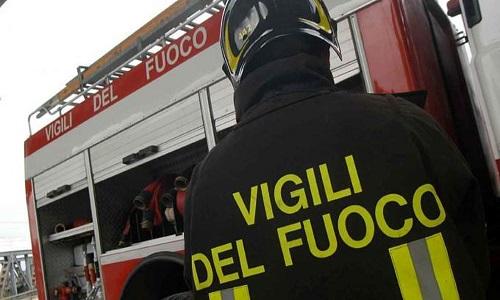 ad50b13f80 Brindisi: auto in fiamme nella notte al rione La Rosa
